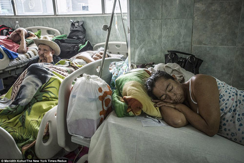 Thảm cảnh tồi tàn bên trong các bệnh viện ở Venezuela-6