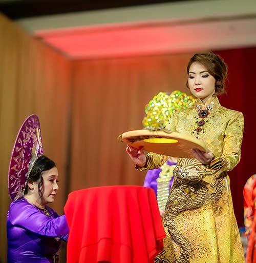 hh jennifer chung long lay voi ao dai rong phuong - 2