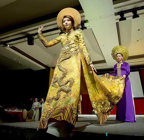 hh jennifer chung long lay voi ao dai rong phuong - 4