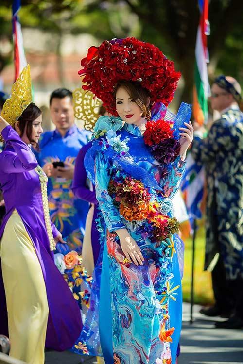 hh jennifer chung long lay voi ao dai rong phuong - 7