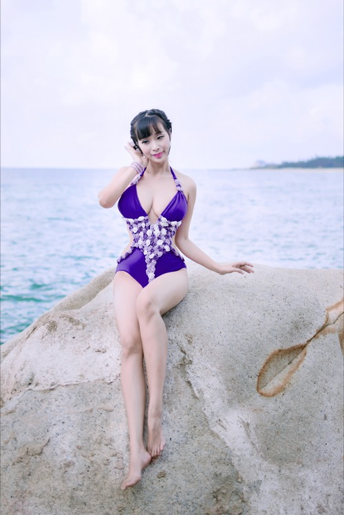 "le kieu nhu mac bikini ""an dut"" ngoc trinh, midu - 7"
