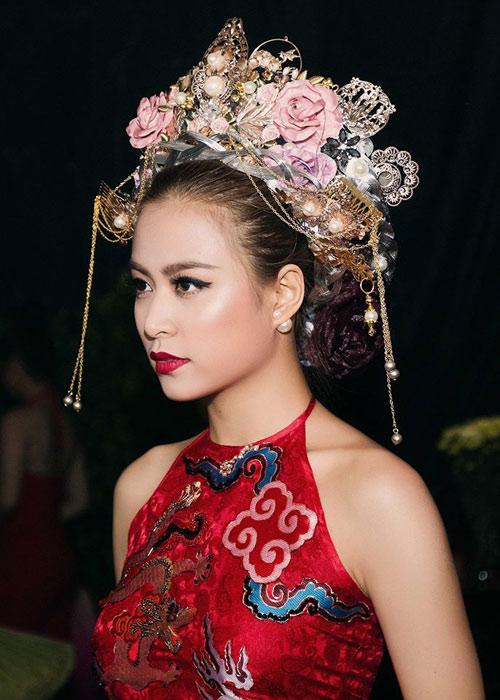 Ngắm thân hình sexy siêu gợi cảm của Hoàng Thùy Linh-16