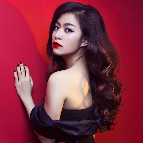 Ngắm thân hình sexy siêu gợi cảm của Hoàng Thùy Linh-3