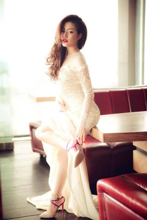 Ngắm thân hình sexy siêu gợi cảm của Hoàng Thùy Linh-4