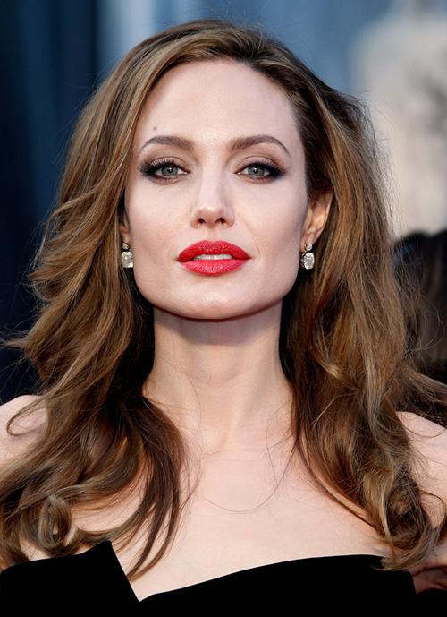 Fan xót xa khi Angelina Jolie ngày càng gầy gò tiều tụy-14