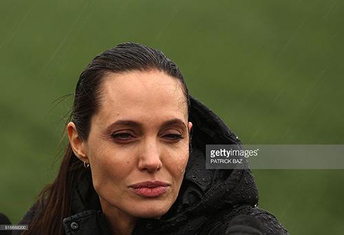 Fan xót xa khi Angelina Jolie ngày càng gầy gò tiều tụy-2