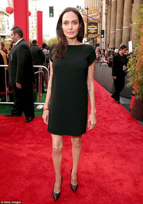 Fan xót xa khi Angelina Jolie ngày càng gầy gò tiều tụy-12