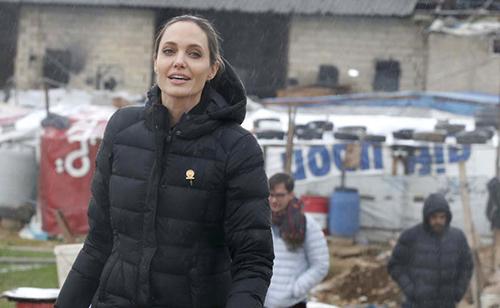Fan xót xa khi Angelina Jolie ngày càng gầy gò tiều tụy-3