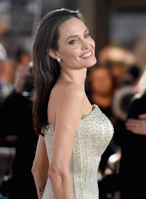 Fan xót xa khi Angelina Jolie ngày càng gầy gò tiều tụy-15