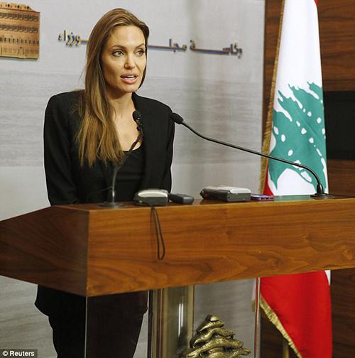 Fan xót xa khi Angelina Jolie ngày càng gầy gò tiều tụy-9
