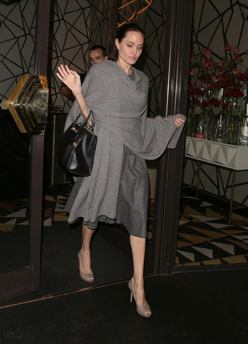Fan xót xa khi Angelina Jolie ngày càng gầy gò tiều tụy-8