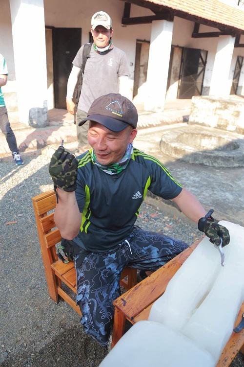 ban trai cu huong giang idol mot minh lenh denh tren bien 5 tieng dong ho - 14