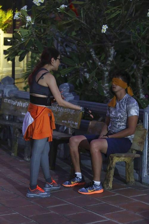 ban trai cu huong giang idol mot minh lenh denh tren bien 5 tieng dong ho - 17