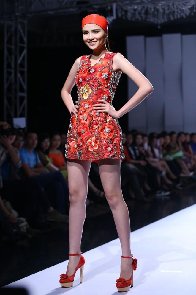Hoa hậu Diễm Hương tự tin làm mẫu dù chỉ cao 1m71-12