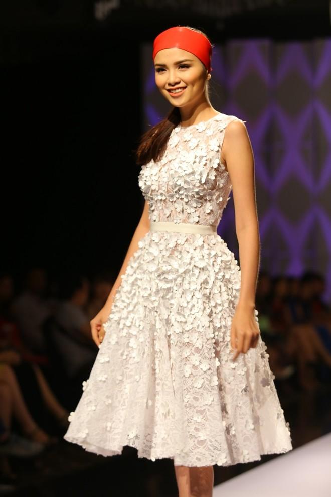 Hoa hậu Diễm Hương tự tin làm mẫu dù chỉ cao 1m71-13