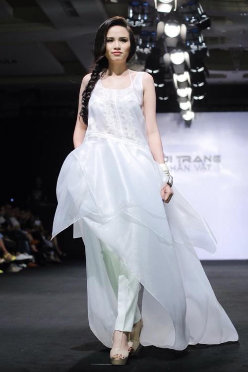 Hoa hậu Diễm Hương tự tin làm mẫu dù chỉ cao 1m71-5