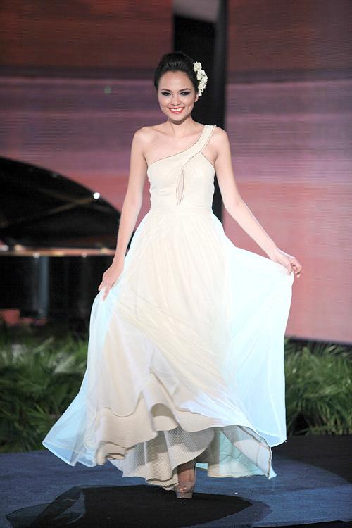 Hoa hậu Diễm Hương tự tin làm mẫu dù chỉ cao 1m71-7