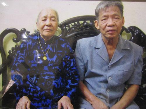 """""""nang vong phu"""" cho chong sau 4 lan nhan giay bao tu - 2"""