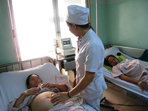 Đau đầu vì phụ nữ lớn tuổi 'bỗng dưng' có thai-1