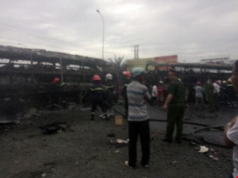 Hiện trường kinh hoàng vụ 2 xe khách tông nhau bốc cháy-3
