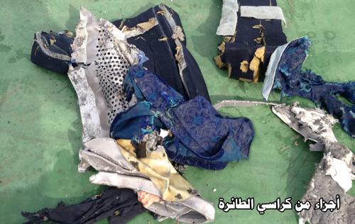 Hình ảnh đầu tiên về mảnh vỡ của máy bay Ai Cập rơi-2