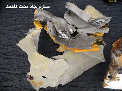 Hình ảnh đầu tiên về mảnh vỡ của máy bay Ai Cập rơi-5