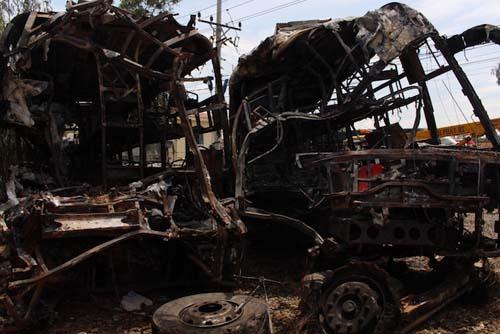 Vụ xe khách cháy 14 người chết: Lời kể người thoát nạn-1