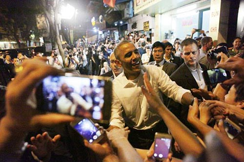 Ông Obama diện sơ mi trắng đi ăn bún chả Hà Nội-10