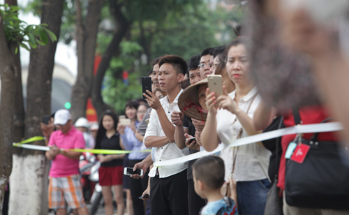 anh: nguoi dan ha noi hao huc cho don tong thong obama - 9
