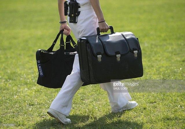 bi mat trong vali hat nhan ong obama mang sang ha noi - 3