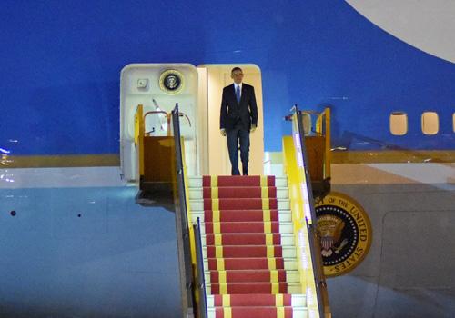 """Khoảnh khắc ông Obama rời Không lực một, lên """"quái thú""""-9"""