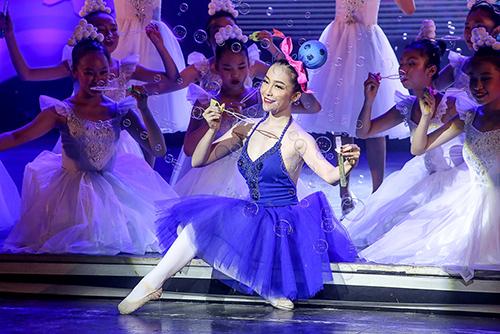 Linh Nga khoe làn da trắng sứ trong chiếc váy caro xanh lam-8