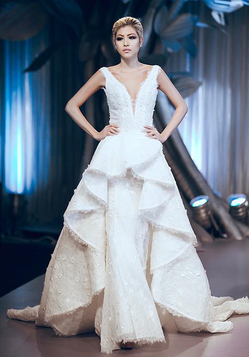 Minh Tú lộng lẫy với váy cưới đính 10 ngàn viên đá swarosky-11