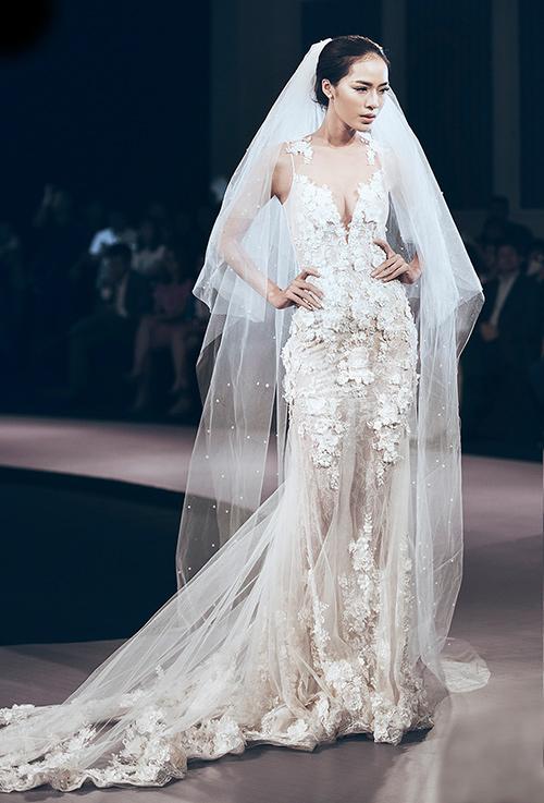 Minh Tú lộng lẫy với váy cưới đính 10 ngàn viên đá swarosky-15