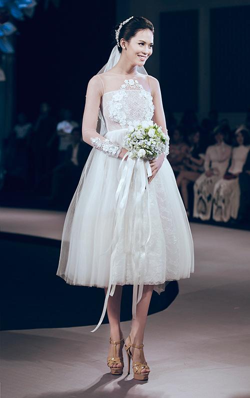 Minh Tú lộng lẫy với váy cưới đính 10 ngàn viên đá swarosky-14