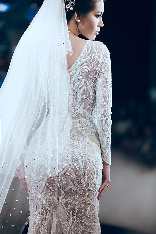 Minh Tú lộng lẫy với váy cưới đính 10 ngàn viên đá swarosky-3