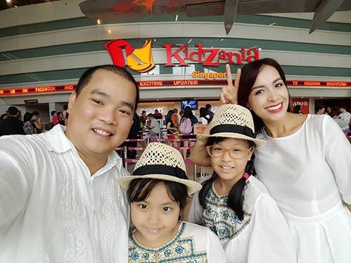 Thúy Hạnh quá đỗi trẻ đẹp bên chồng con tại Singapore-8