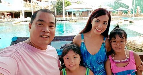 Thúy Hạnh quá đỗi trẻ đẹp bên chồng con tại Singapore-2