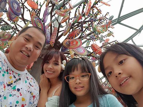 Thúy Hạnh quá đỗi trẻ đẹp bên chồng con tại Singapore-3