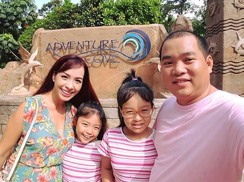 Thúy Hạnh quá đỗi trẻ đẹp bên chồng con tại Singapore-4