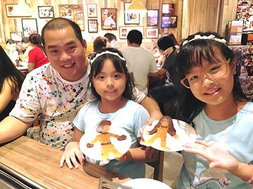 Thúy Hạnh quá đỗi trẻ đẹp bên chồng con tại Singapore-5