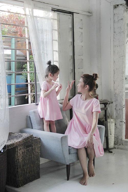 10 mau vay doi ngot ngao cho me dien chung voi con gai - 12
