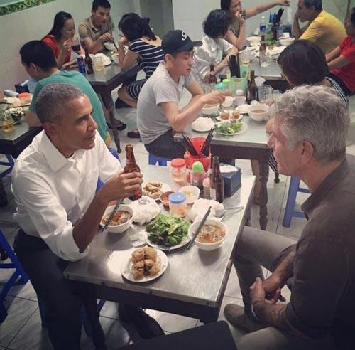 "6 diem ""la"" trong bua bun cha cua tong thong obama - 1"