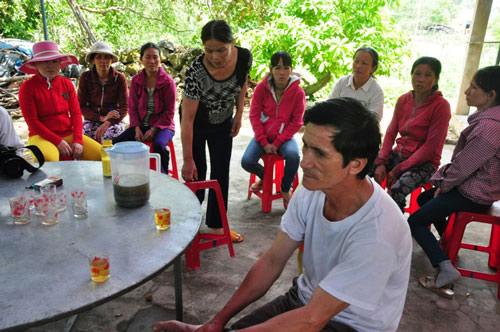 Đau đớn nhận xác người thân vụ tai nạn thảm khốc ở Bình Thuận-4