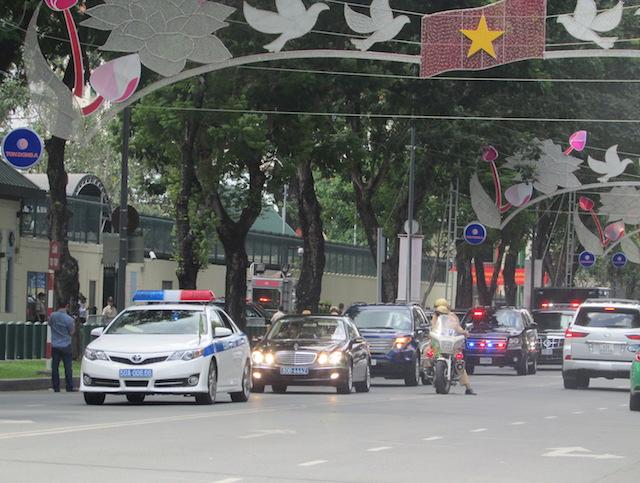 Khám phá dàn siêu xe chở Tổng thống Obama ở Sài Gòn-2