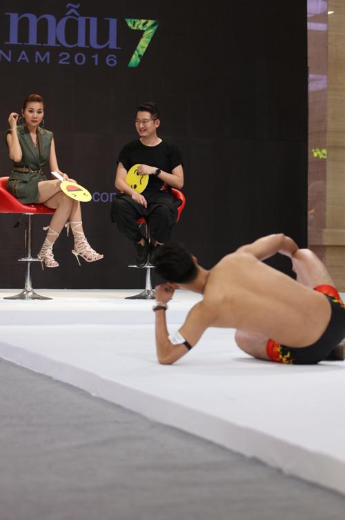 VNTM 2016: Cười ngất xem thí sinh lăn lê trên sàn diễn-5