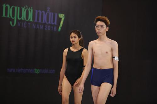 VNTM 2016: Cười ngất xem thí sinh lăn lê trên sàn diễn-20
