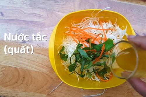 Ngỡ ngàng với cách lọc thịt 1 con gà trong 2 phút - 4