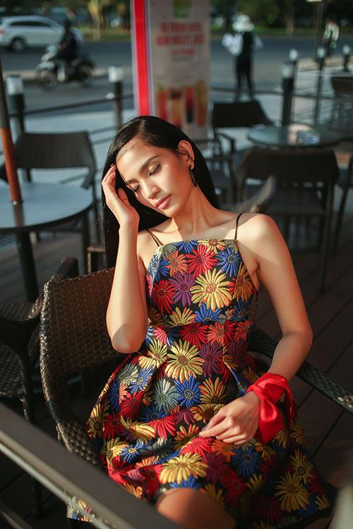 Trương Thị  May đẹp dịu dàng xuống phố ngày nắng - 4