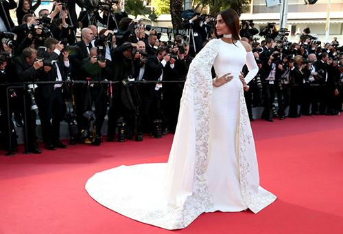 Những chiếc váy gây tốn giấy mực nhất tại Cannes 2016 - 12